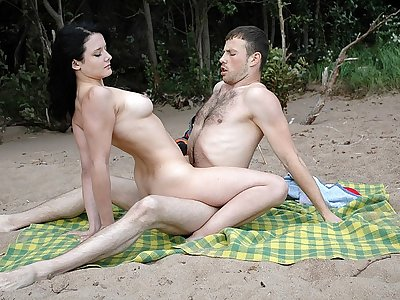 Beach Hookup for Warm Woman with Piercing