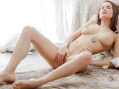 Breasty dame jilling off in an artistic pornography tweak
